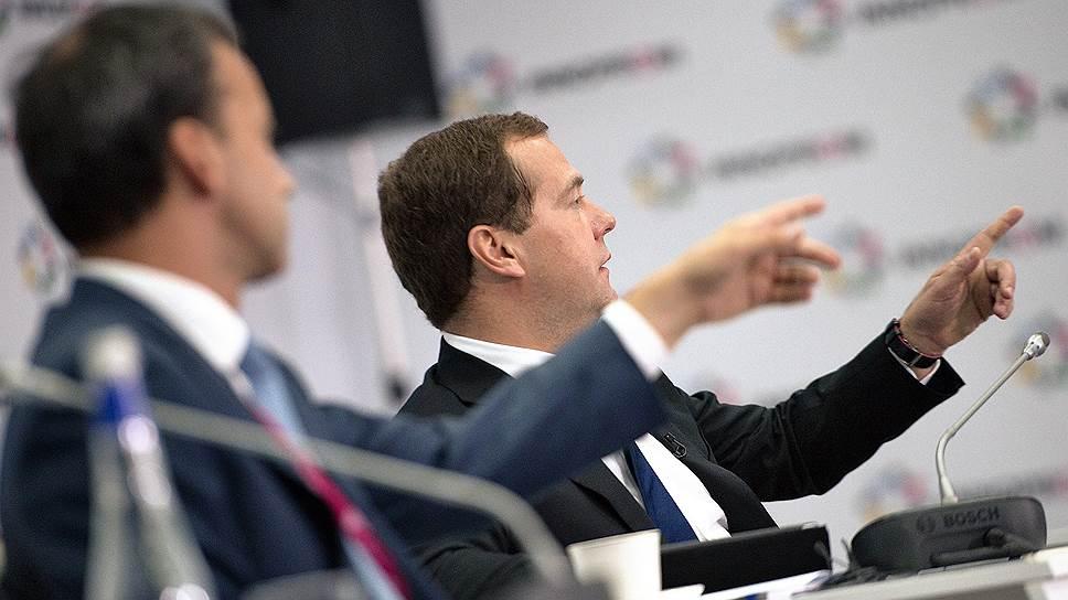 Заместитель председателя правительства России Аркадий Дворкович и председатель правительства России Дмитрий Медведев