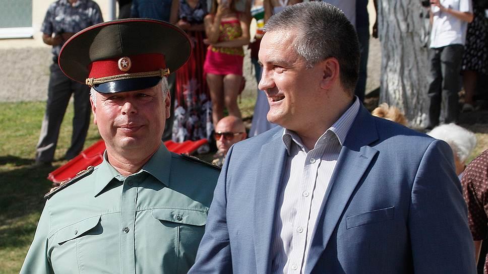 Председатель Совета министров Республики Крым Сергей Аксенов (справа)