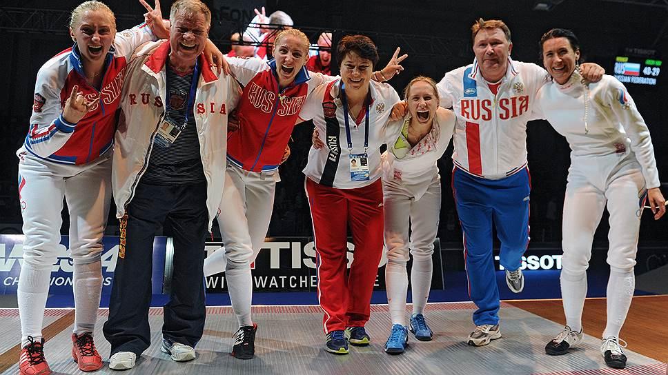 Российские шпажистки и их тренеры дали волю эмоциям только после победы в финале командного турнира над сборной Эстонии