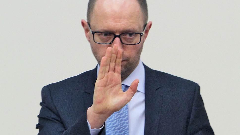 Арсений Яценюк снял с себя ответственность за финансовый кризис и за войну на востоке