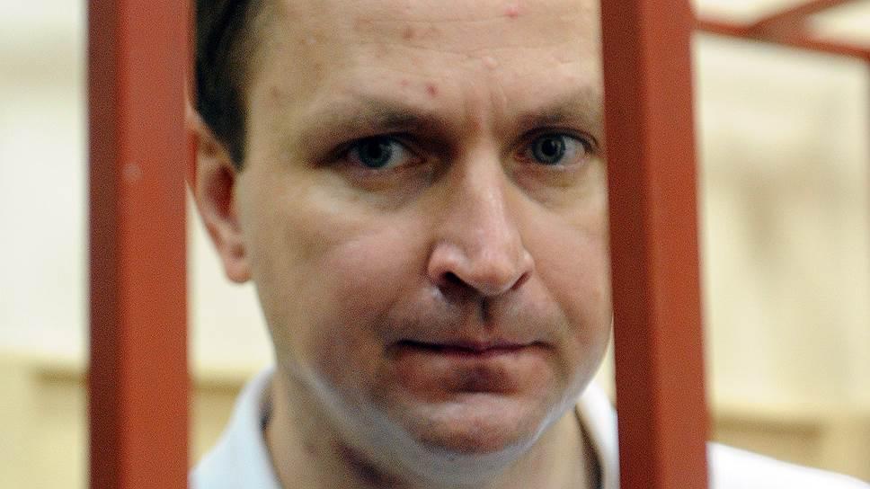 Апелляционная инстанция  Мосгорсуда оставила генерала Сугробова под стражей, а уже на следующей неделе Басманный суд должен рассмотреть ходатайство СКР о продлении ему ареста