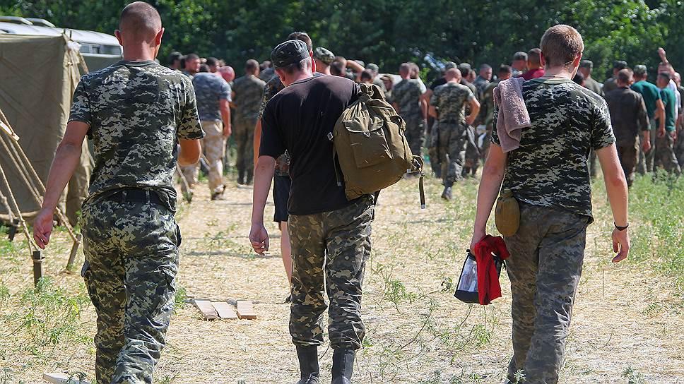 Несколько сотен украинских военных нашли свой выход из окружения — перейдя российскую границу
