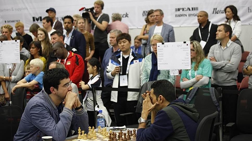 14-й чемпион мира Владимир Крамник (слева) — одна из ключевых фигур в нынешней сборной России