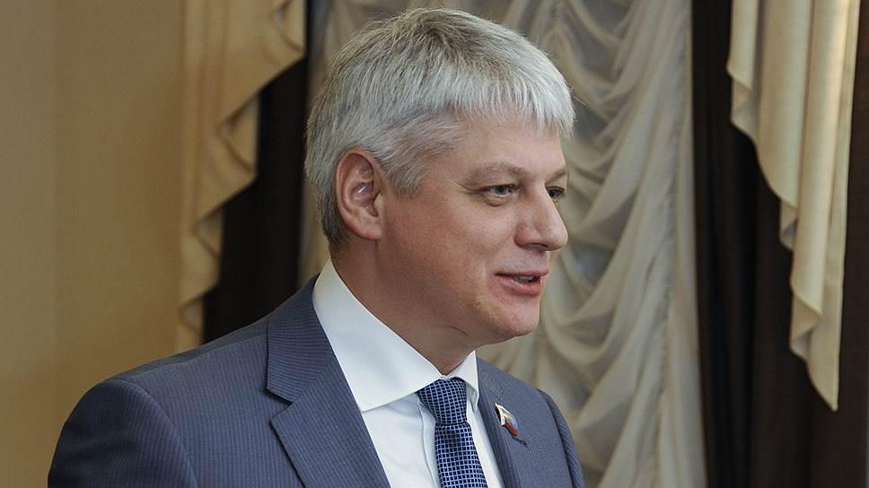 Временно отстраненный спикер Мурманской облдумы Василий Шамбир был задержан, когда собирался улететь за границу
