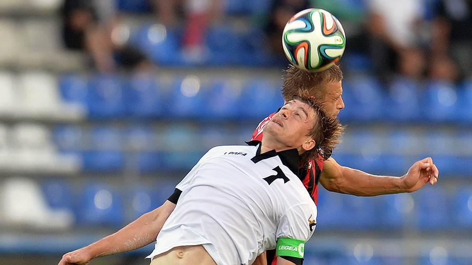 Первое очко после возвращения в премьер-лигу «Торпедо» (на переднем плане Дмитрий Айдов) набрало в матче с «Амкаром»