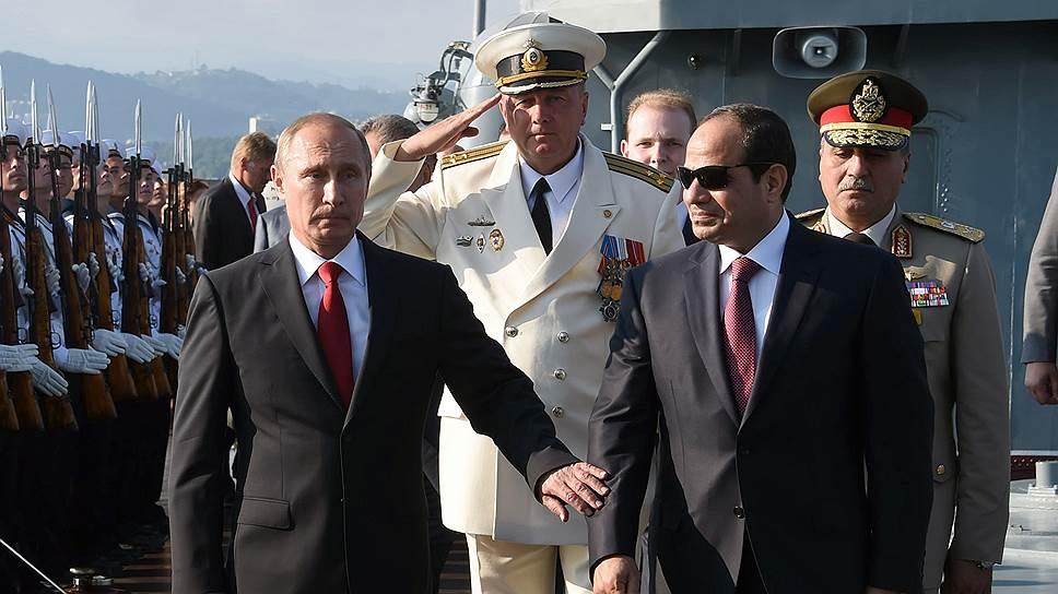 Президент России Владимир Путин и президент Египта Абдель-Фаттах ас-Сисси провели встречу в духе милитари