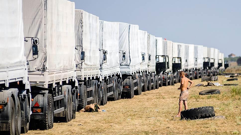 Пока вчера в Киеве накалялись страсти вокруг российского гуманитарного конвоя, содержимое его белых фур раскалялось на солнце на военном аэродроме Балтимор в Воронеже (на фото)
