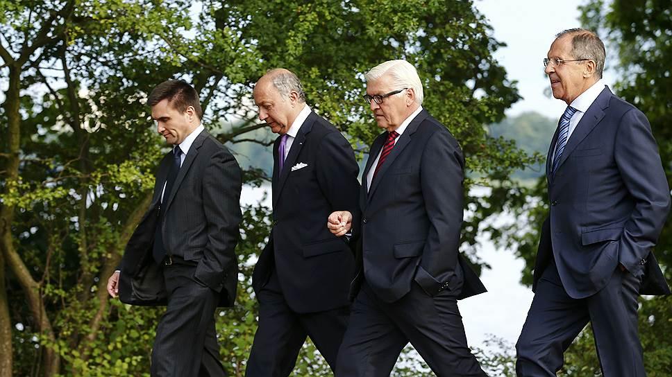 Министры иностранных дел Украины Павел Климкин, Франции Лоран Фабиус, Германии Франк-Вальтер Штайнмайер и России Сергей Лавров