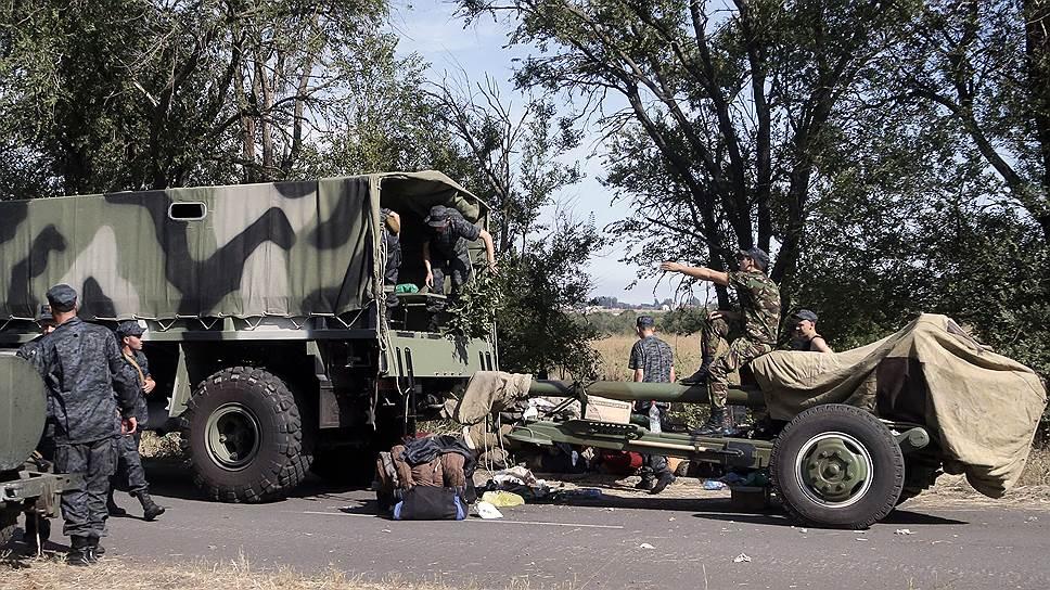 Когда начался артобстрел Новоазовска, украинские военные уже покинули город, выдвинувшись в сторону Мариуполя