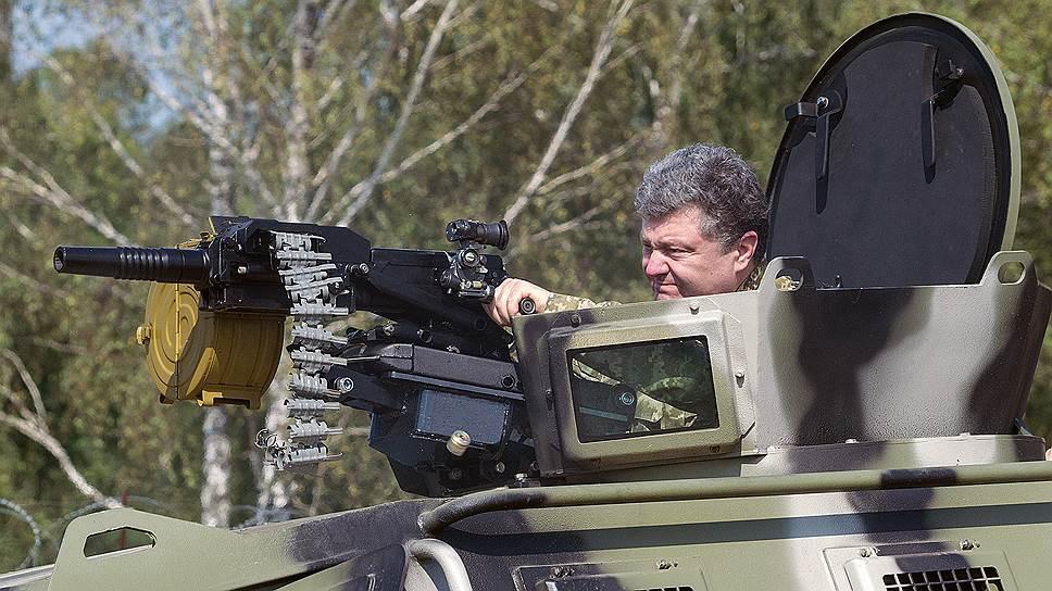 Президент Петр Порошенко пришел на помощь украинским военным, объяснив их последние неудачи на востоке