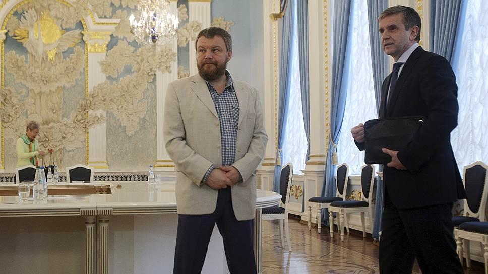 В Музее мамонта Владимиру Путину показали копье из рога носорога