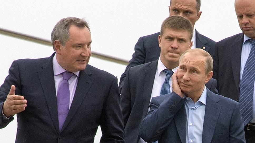 Три дня назад на космодроме Восточный Владимиру Путину пришлось принять нелегкое решение по проекту российской сверхтяжелой космической ракеты. Теперь ему, а не Дмитрию Рогозину (слева) придется принимать решения по всем ракетам