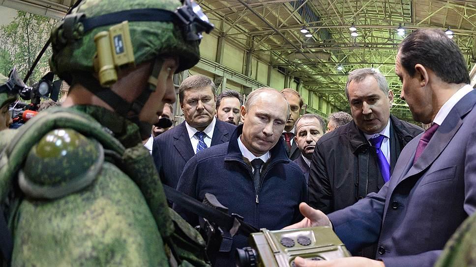 Заниматься формированием госпрограммы вооружений на 2016–2025 годы Владимир Путин будет не только как президент, но и как председатель военно-промышленной комиссии