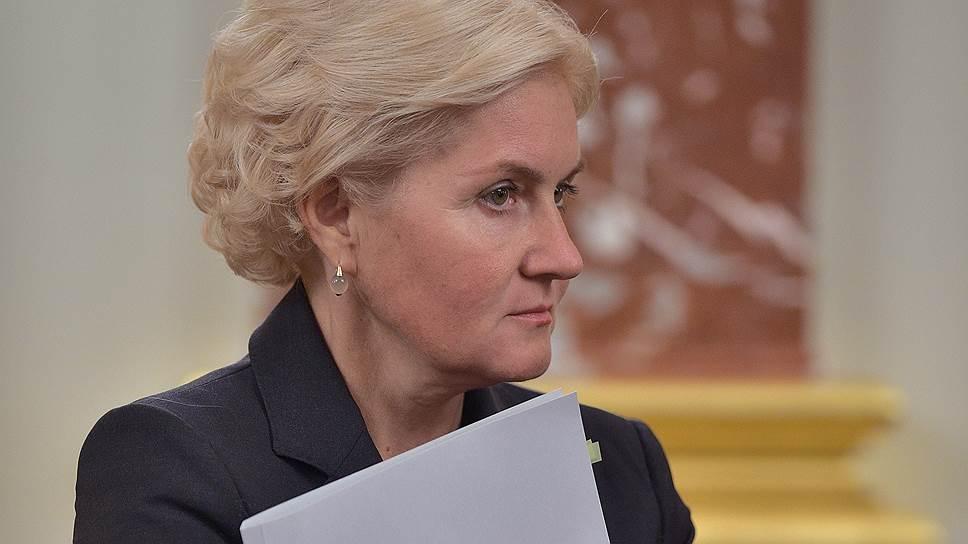 Минфин предлагает вице-премьеру Ольге Голодец защитить работающих пенсионеров, не обращая ненужного внимания на изъятие сверхдоходов ФОМС