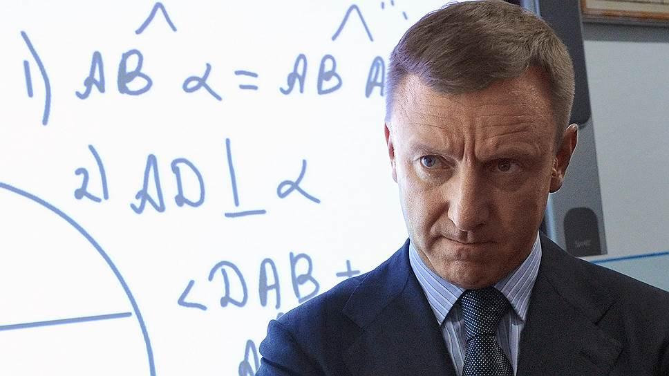 Как министр образования и науки Дмитрий Ливанов потребовал увеличить зарплату преподавателей