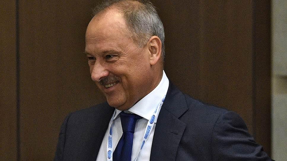Глава ВЭБа Владимир Дмитриев понимает проблемы бюджета и готов искать деньги для госкорпорации у других источников, например «Русала» и «Интер РАО»