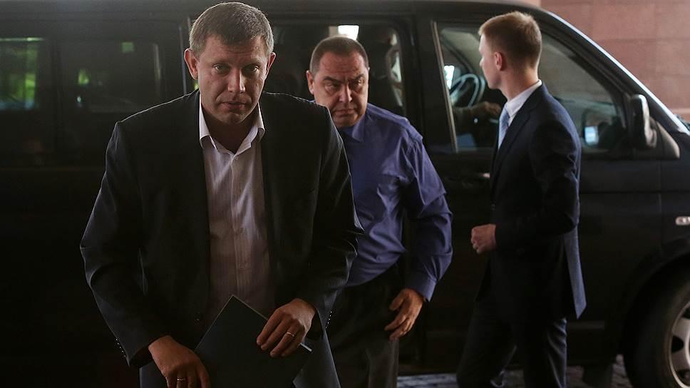 Власти ДНР и ЛНР (на фото — премьеры республик Александр Захарченко и Игорь Плотницкий) пойдут на выборы отдельно от Киева