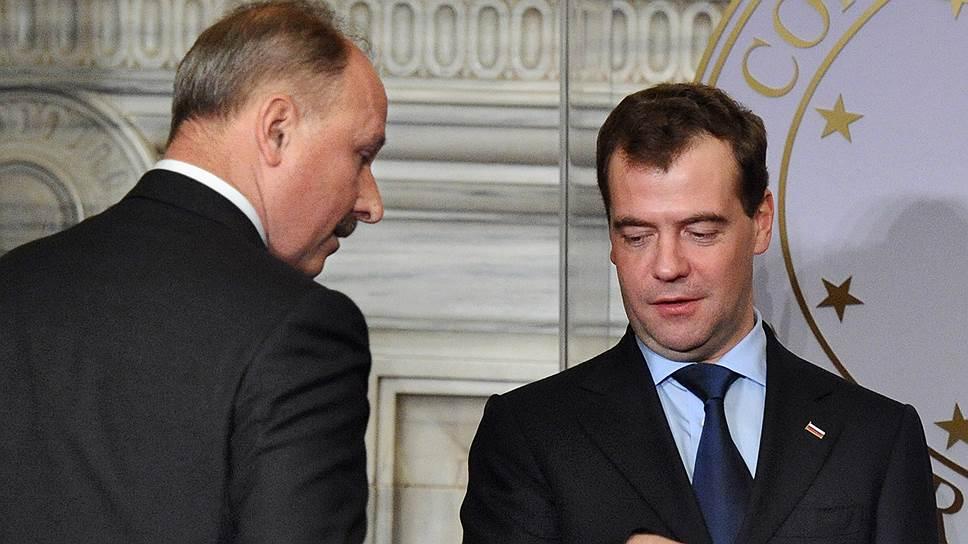 Пока у премьер-министра Дмитрия Медведева есть все основания удовлетворить около 10% от заявки главы Внешэкономбанка Владимира Дмитриева (слева) на докапитализацию