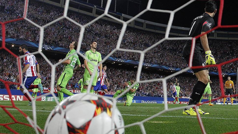 Первый мяч в нынешнем сезоне голкипер «Ювентуса» Джанлуиджи Буффон пропустил в седьмом официальном матче