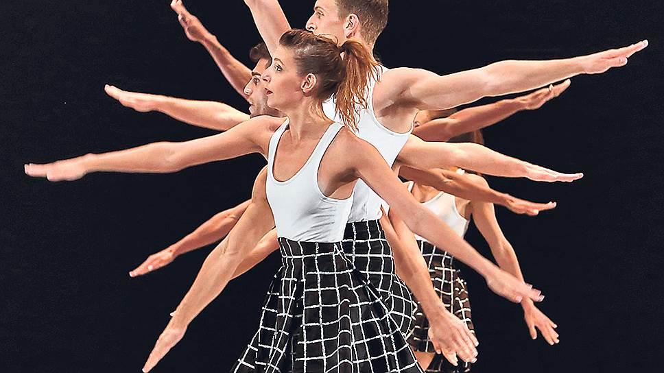 На Лионской балетной биеннале хореограф Бенжамен Мильпье показал премьеру: из его «Нью-Йорка» торчат уши американских постмодернистов