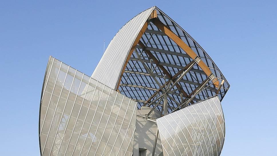 Живой классик архитектуры Фрэнк Гери построил для фонда современного искусства Louis Vuitton то ли бабочку, то ли самолет