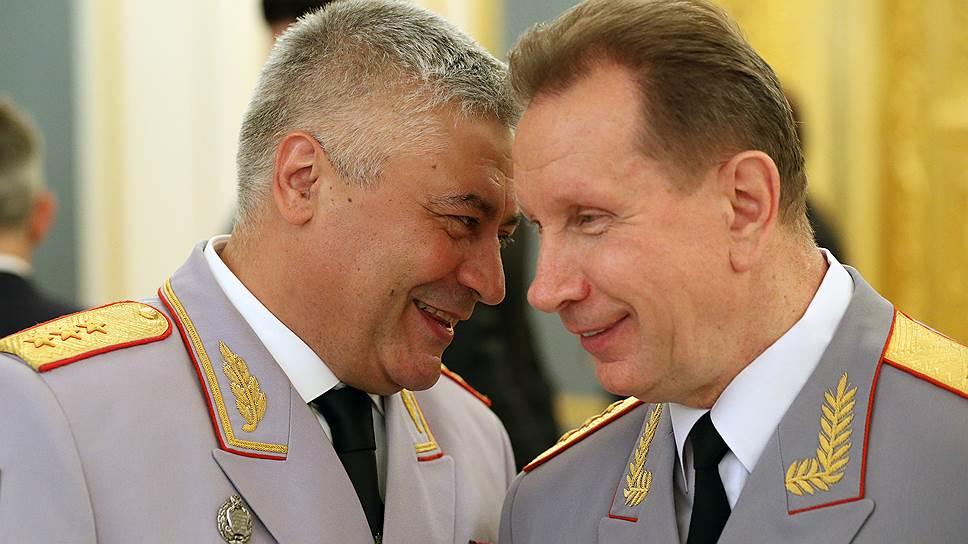 Владимир Колокольцев (слева) расширил круг полномочий своего первого заместителя Виктора Золотова (справа)