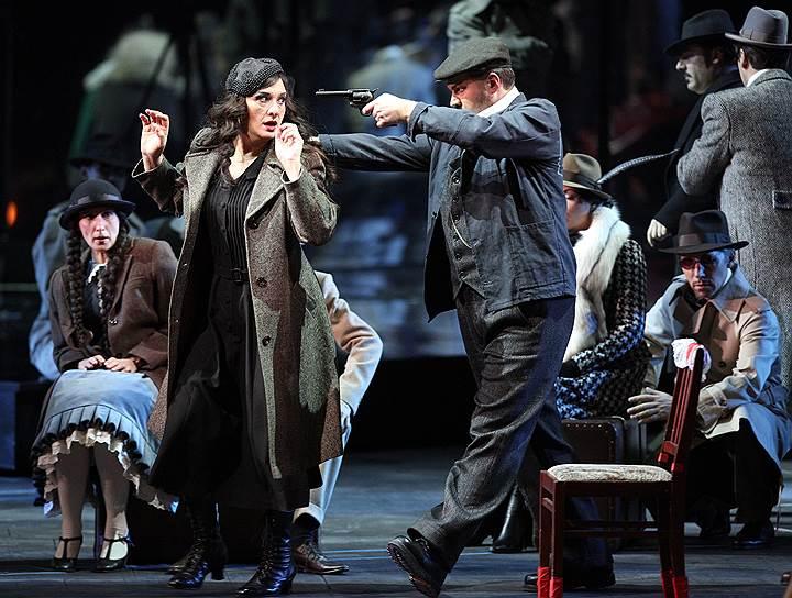 Режиссер Юрген Флимм поставил оперу Пуччини «Манон Леско» как немое кино с элементами цирка