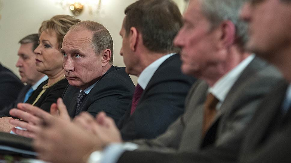 Президент России Владимир Путин с единомышленниками по Совету федерации принял в Ново-Огарёво единоверцев по ОДКБ
