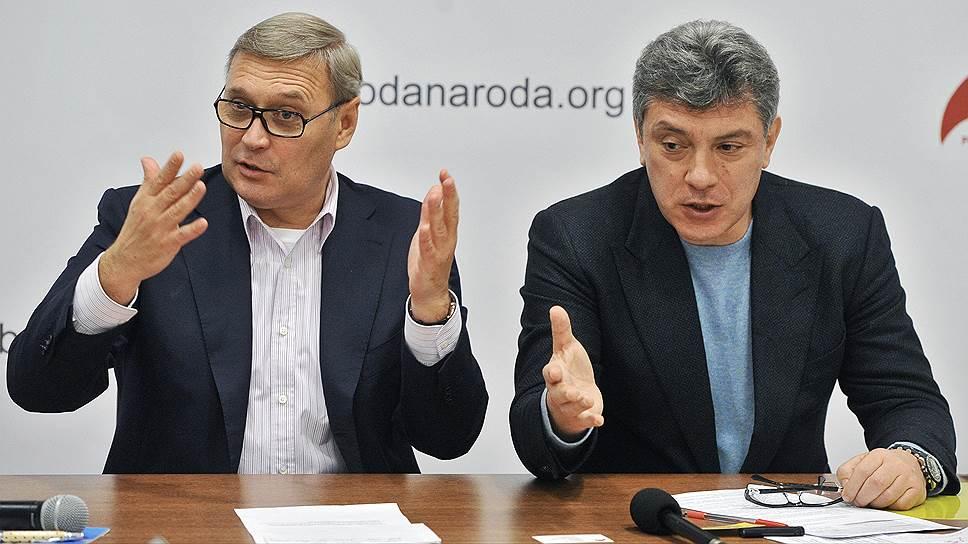 Сопредседатели оппозиционной Партии народной свободы (ПАРНАС) Михаил Касьянов (слева) и Борис Немцов (справа)