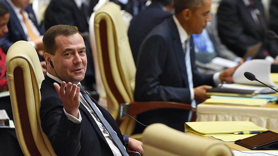 Премьер-министр РФ Дмитрий Медведев и президент США Барак Обама приехали в Мьянму помочь своим странам в соперничестве за ресурсы АСЕАН