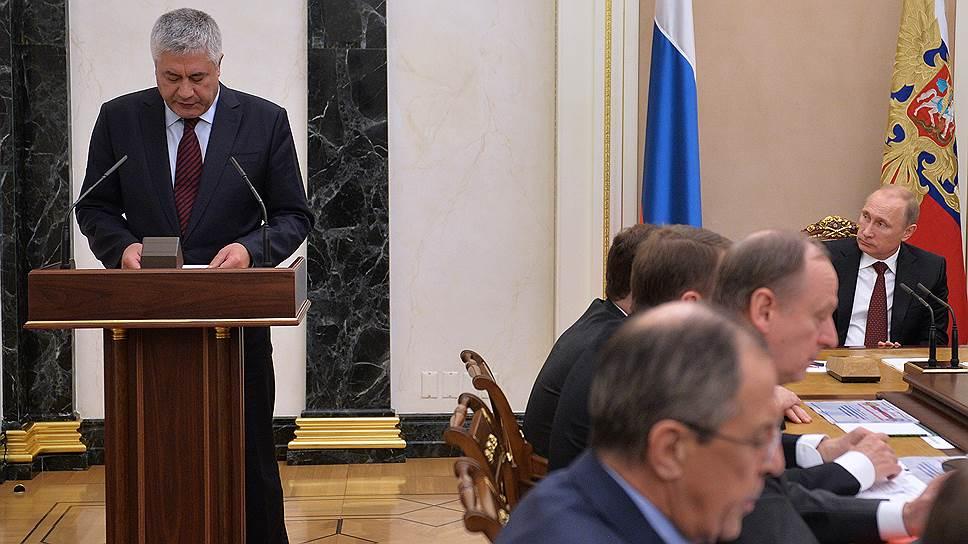 Глава МВД Владимир Колокольцев (за трибуной) рассказал членам СБ, как его ведомство будет следить «за информационным полем» страны