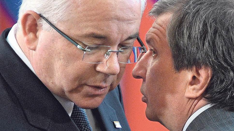 Глава МИД Венесуэлы Рафаэль Рамирес готов объяснить президенту «Роснефти» Игорю Сечину, как падение добычи компании может спасти целую отрасль