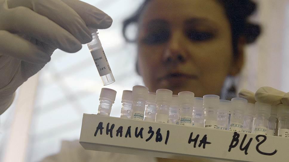 Правозащитники полагают, что из-за проблем с финансированием без надлежащей помощи могут оказаться несколько десятков тысяч ВИЧ-инфицированных