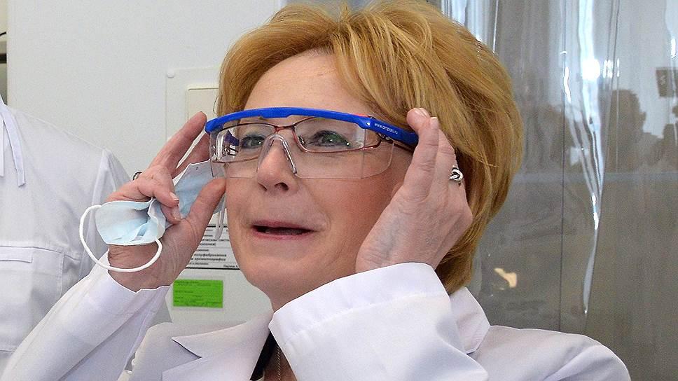 Министр здравоохранения России Вероника Скворцова (справа)