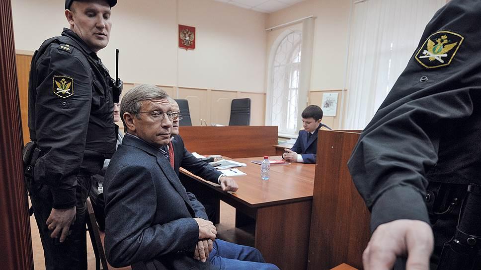 Владимир Евтушенков предпочел домашний арест телекамерам