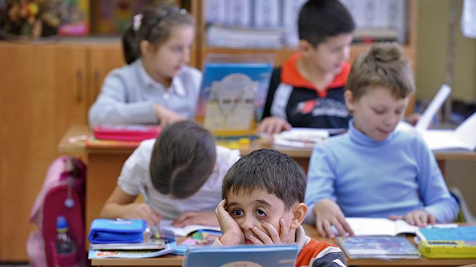 Эксперты предупреждают, что многие дети мигрантов не могут освоить школьную программу, потому что не понимают по-русски