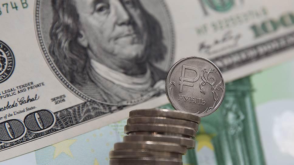 Почему рубль обесценивается ускоренными темпами