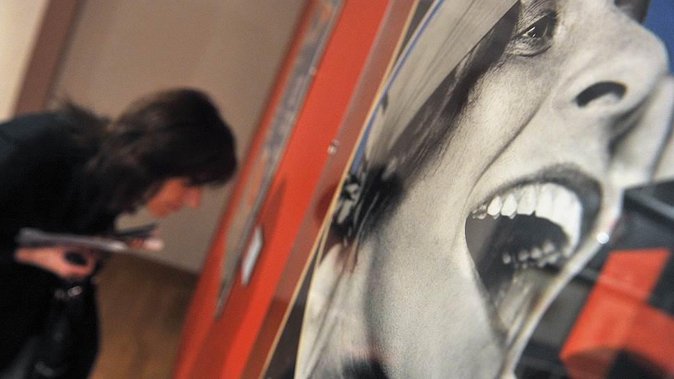 Cколько мы уже видели девушек, сияющих идеальными зубами, как Лиля Брик из родченковской рекламы Ленинградского государственного издательства?