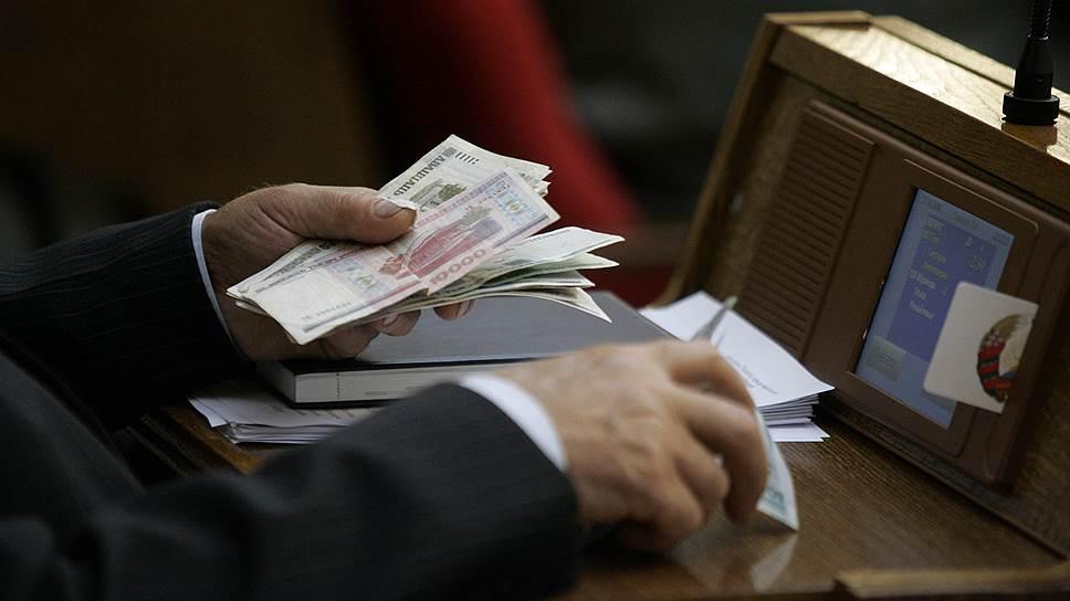 Как Таможенный союз спасает нацвалюты от давления из России