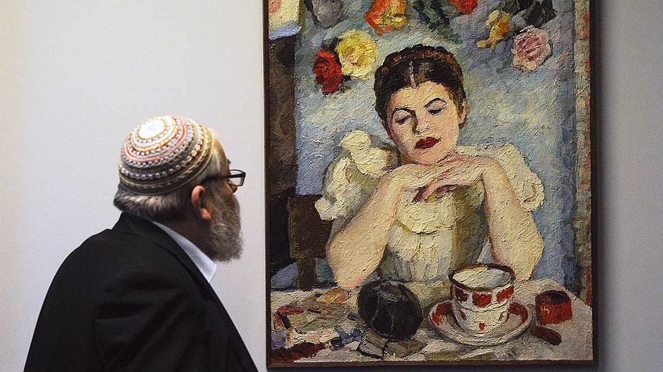 С начала 1950-х Владимир Вейсберг писал четкие и чрезвычайно изобретательные по цвету вещи, среди них и «Женщина перед зеркалом»