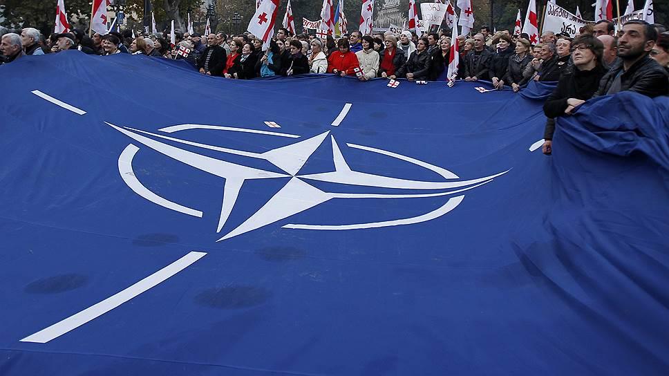 Как большинство грузин выступило против участия в операциях США и НАТО за рубежом