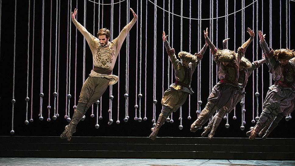 Хореограф Жан-Гийом Бар увидел в сюжете балета «Ручей» противостояние людей и природы, в котором последняя оказывается жертвой
