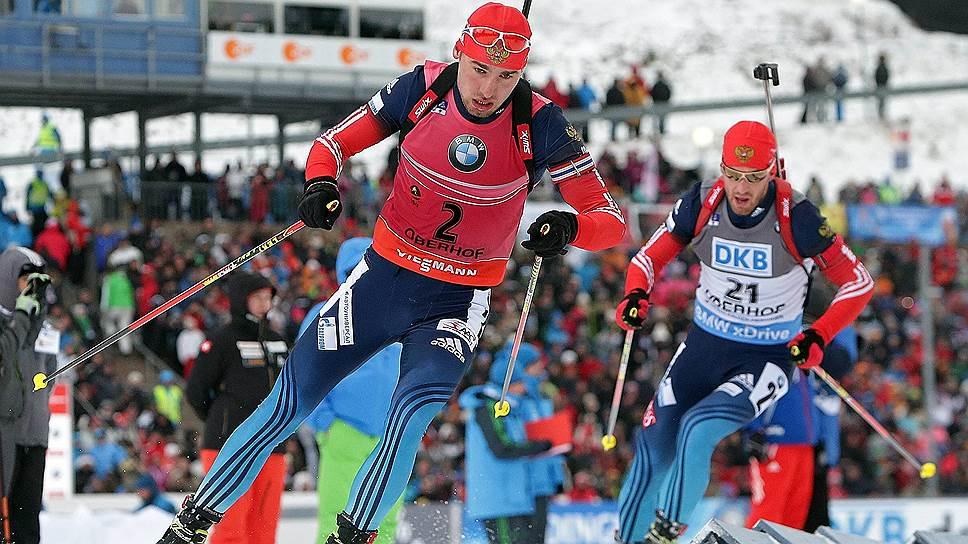 Серебро в масс-старте стало для  Антона Шипулина (№2) пятой наградой в индивидуальных кубковых гонках нынешнего сезона, Дмитрий Малышко (№21) отличился впервые