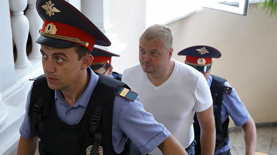 Руководитель агентства по муниципальному заказу города Ярославля Максим Пойкалайнен (в центре)