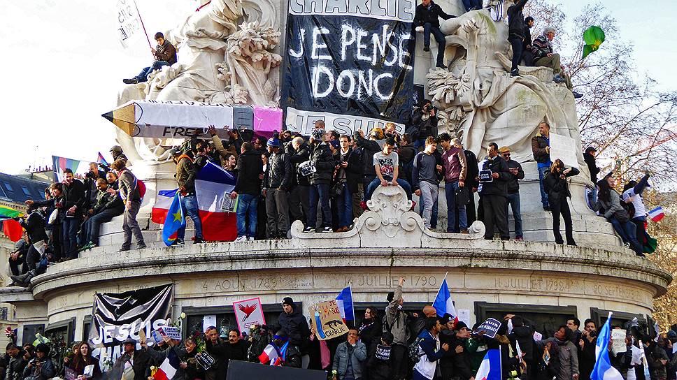 На «Марш единства» в память о жертвах нападения на редакцию Charlie Hebdo собрались представители всех политических сил Франции. Почти всех