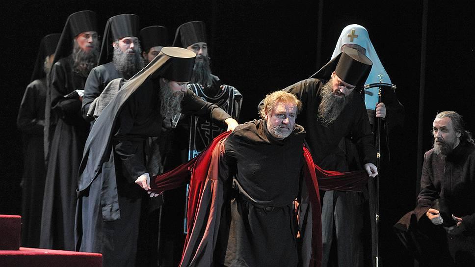 В спектакле Петера Штайна по «Борису Годунову» Пушкина трагедия с трудом подчиняется режиссерскому замыслу