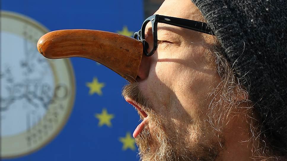 Евро приказали долго дешеветь / ЕЦБ повторит эксперимент ФРС, который помог России в 2008 году