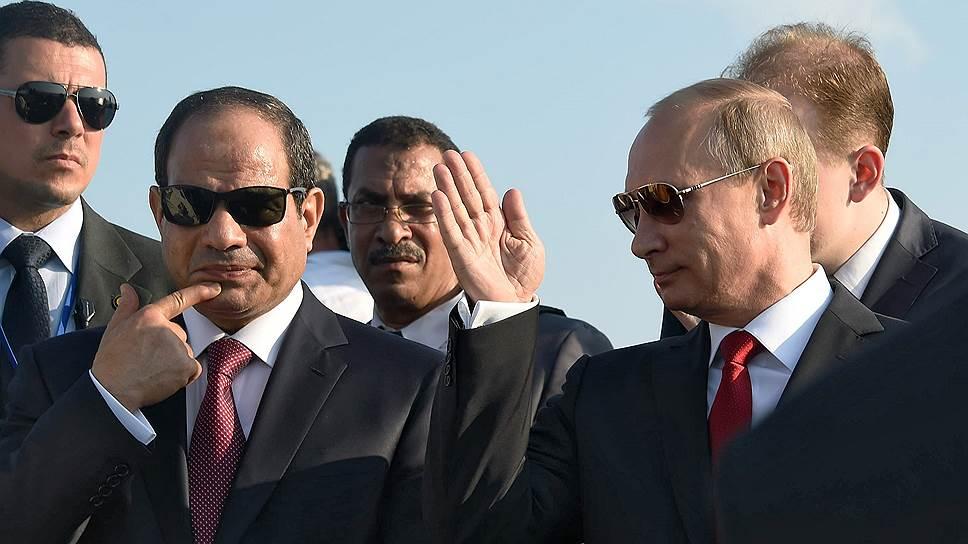 Президент России Владимир Путин (справа) и президент Египта Абдель Фаттах ас-Cиси (второй слева)