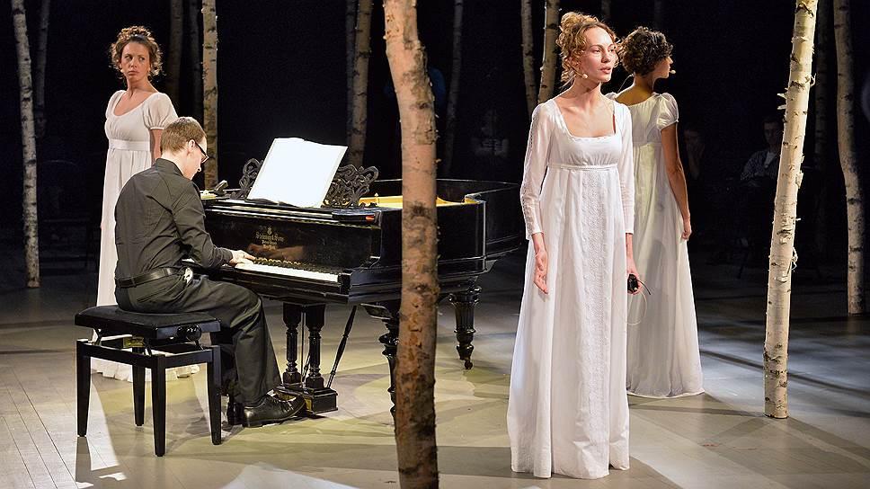 В новом спектакле Театра наций радикальные постдраматические поиски сталкиваются со старинным жанром романса