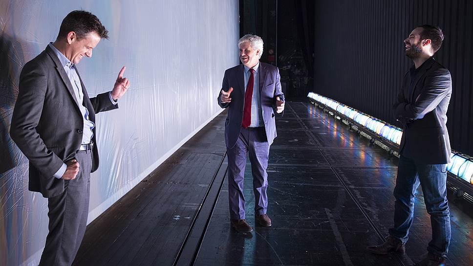 Музыкальный руководитель Парижской оперы Филипп Жордан (слева), ее директор Стефан Лисснер (в центре) и худрук Бенжамен Мильпье рассказали прессе о новом сезоне